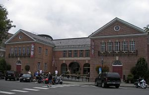 https://grampa152.files.wordpress.com/2012/03/330px-baseball_hall_of_fame_2009.jpg